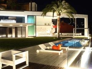 こんな家に招待されたら帰れない。スペインの素敵すぎるデザイナーズハウス - Spectacular designer house on Costa Brava -