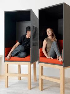 カップル専用?!ひそひそ話したい人のちょっとオシャレなプライバシーシートいろいろ - 10 Chic Privacy Seats -