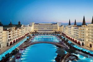 ライトアップが美し過ぎる!テーマパークのようなゴージャスすぎるホテル - Mardan Palace -