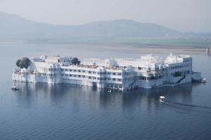 夢のようなホテル!世界一美しい湖に浮かぶ白亜の宮殿 - Taj Lake Palace -