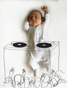 かわいすぎる!生後間もない赤ちゃんが見ている夢を描いたスケッチ - Drawings Show What Napping Baby Is Dreaming -