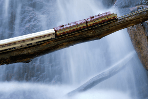 まるでガリバーの世界?!大自然カナダを横断するゴーストトレイン - Ghost Train Crossing Canada -
