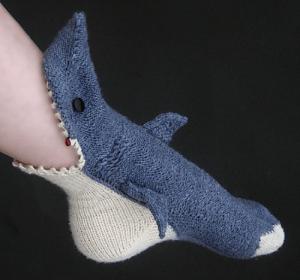 もう食べられちゃっても構わない。足にかぶりつく可愛すぎるサメの靴下 – Shark Socks -