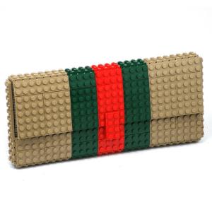 面白い!レゴでできたブランドものっぽいクラッチバッグ - agabag