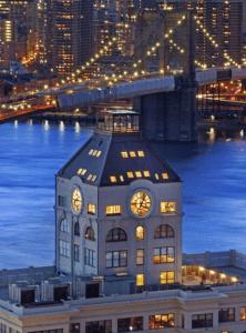 まるでおとぎ話。。ニューヨークの時計塔という現実世界とは思えないアパートメント - Clock Tower Apartment