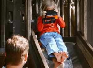 覗いてみたい!おもわず笑みがこぼれてしまうiPhoneを3Dカメラにするガジェット - Poppy