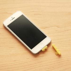 色々遊べる! iPhone5用レゴアダプタがついに登場!? - Brick Lightning Cap for iPhone