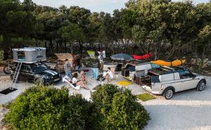 キャンプに行きたくなる!機能美にワクワク感満載のMINIキャンピングカー - MINI's camping