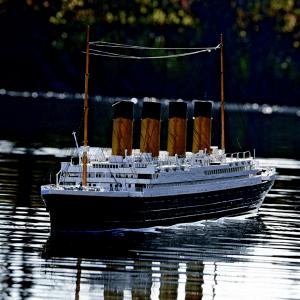 沈んだりしないよね?あの豪華客船をリアルに再現したラジコン - Remote Controlled Titanic Boat
