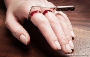 【閲覧注意】怖すぎる!指を切り落としそうに見える過激な指輪 - Bloody Cleaver Ring