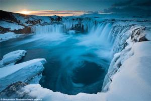 美しすぎる!最も壮観なアイスランドの神の滝 - Godafoss