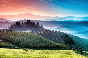 まるで虹の国!七色に包まれた美しすぎるトスカーナの丘 - Prismatic Layers of Air in Tuscany