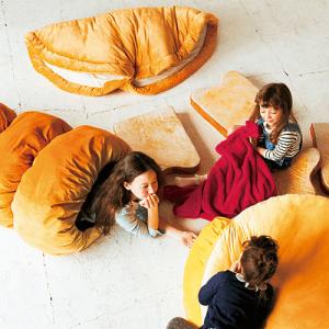 これであなたもパンの具になれる! 夢見心地に包まれるリアルなパンのクッション