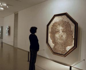 すごい!なんでも鏡に!板が鏡になってしまう不思議なインタラクティブアート - Mechanical Mirrors