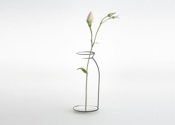 一瞬目を疑う!なにもなさそうに見えて存在する線画のような不思議な花瓶 - Kishu Collection