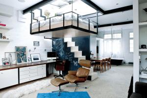 朝まぶしそう!狭い部屋を最大化するベッドが宙ぶらりんのお部屋 - Suspended Bedroom