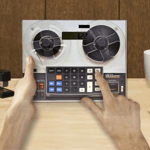 新しいのか古いのかわからない(笑)ちょっと画期的なレトロ計算機なマウスパッド - Retro Calculator