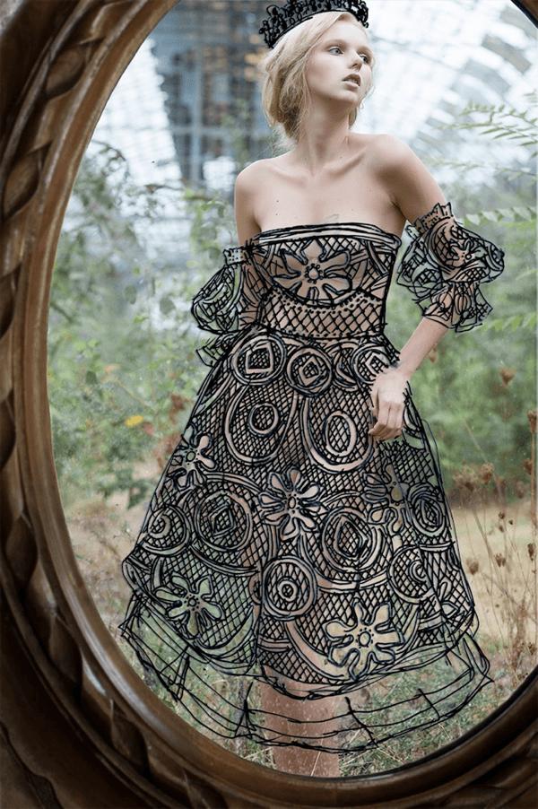 美しくて魅惑的。鏡の中のドレスを纏う女 - INTO THE MIRROR