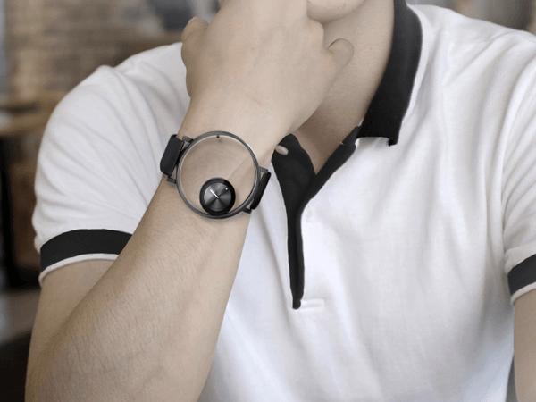 ナイスアイデア! どの向きからも真っすぐ見れる腕時計 - Followatch