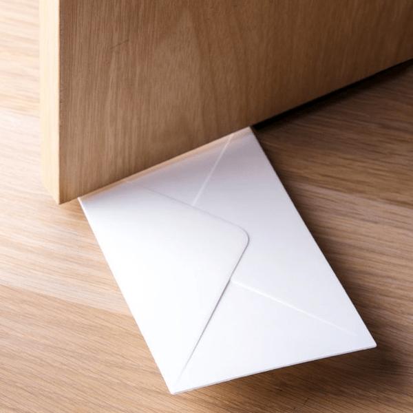 あっ!手紙が届いてる!っていう気分をいつも楽しめるドアストッパー - You've Got Mail Door Stopper