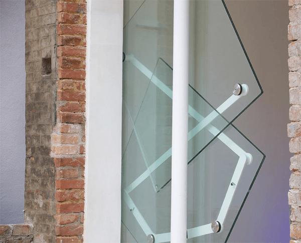 衝撃の動き!立体的な回転で開閉する革新的なドア - Klemens Torggler's Innovative Doors