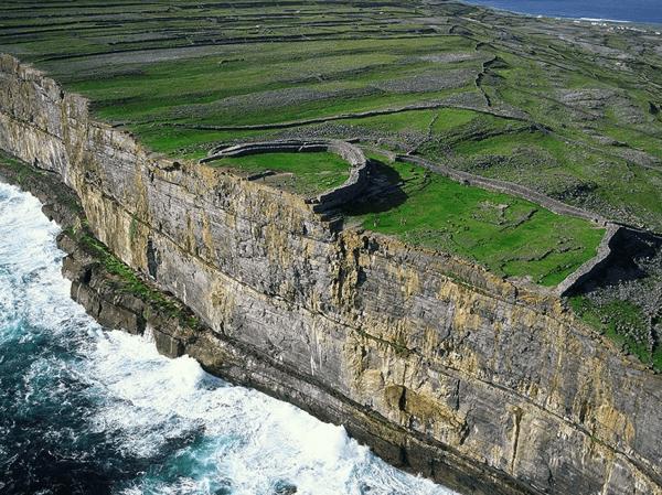 冒険心をくすぐる風光明媚!世界で最も美しい絶景の島12選 - The 12 Top Scenic Islands in the World