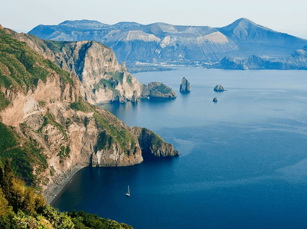 The 12 Top Scenic Islands in the World