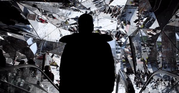 東京がまるで異世界!時間の波に逆らい歩く男の映像がすごい - TOKYO REVERSE