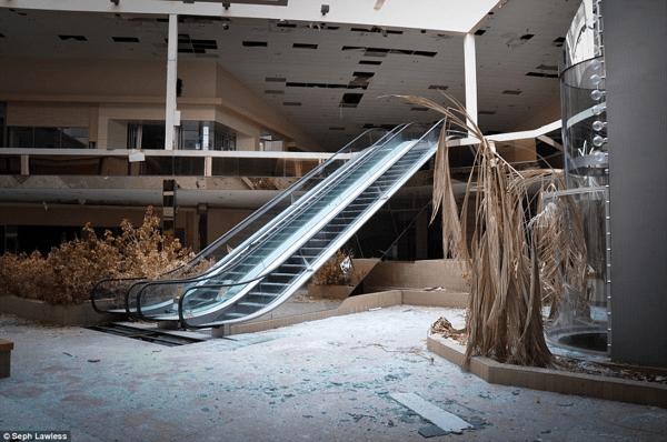 ピエリ守山もいずれはこんな風に? 廃墟となったショッピングモール - Abandoned shopping centers