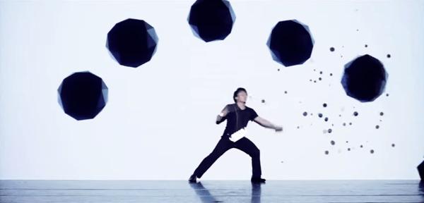 圧巻の融合!映像と舞台による究極のライブパフォーマンス集団がすごい - enra