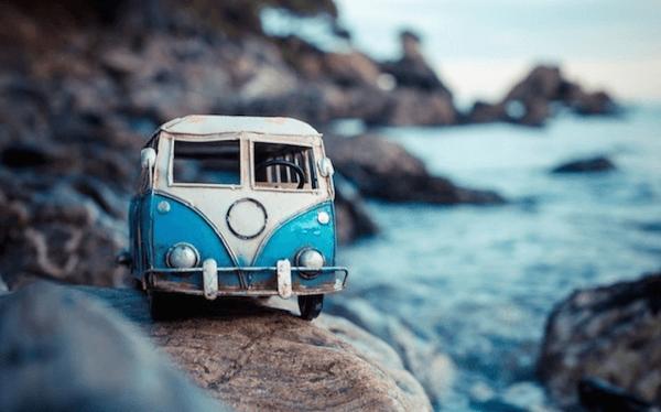 旅に出したくなる。ミニチュアカーの冒険旅行 - Traveling Cars Adventures