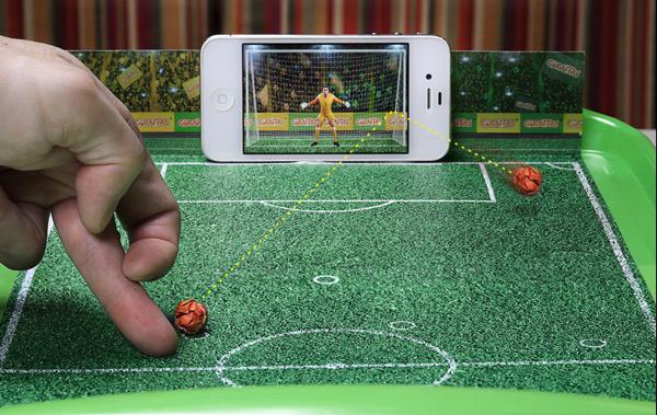 これは遊びたくなる!スマホに向けって蹴るサッカーゲーム - The Goal Screen