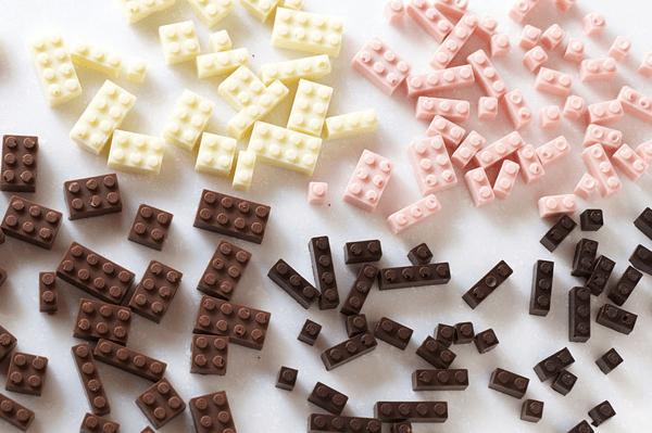 LEGO好きなら遊ぶか食べる迷いそう。組み立てるチョコレート - Chocolate LEGO Bricks