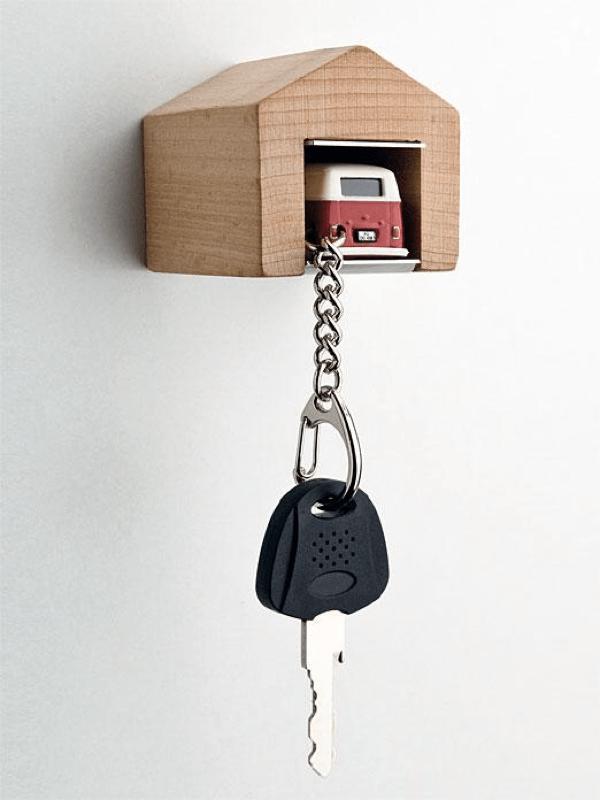 これなら鍵を置き忘れない!ガレージ収まるかわいいフォルクスワーゲンキーホルダー - VW Bus Keychain and Garage