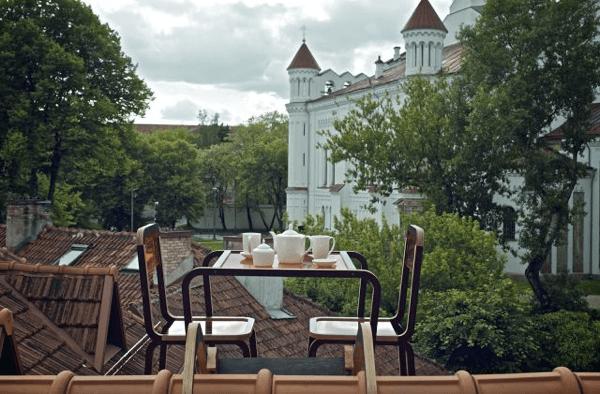 屋根の上の特等席!屋根の上での優雅なコーヒータイム - Kraiginio stogo baldai