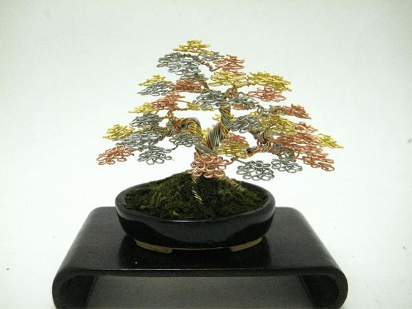 永遠に続く美しさ!黄金の輝きをもつ針金の盆栽 - Wire Bonsai