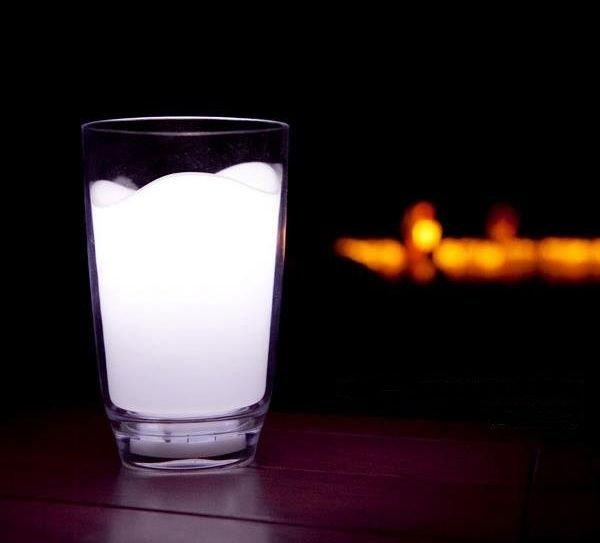 枕元に置きたい!ぐっすり眠れそうなミルクグラスのランプ - Milk Glass LED