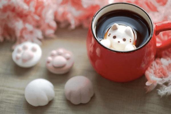 この可愛さは反則!コーヒーに浮かべるとネコが顔をだすマシュマロ - Cafe Cat