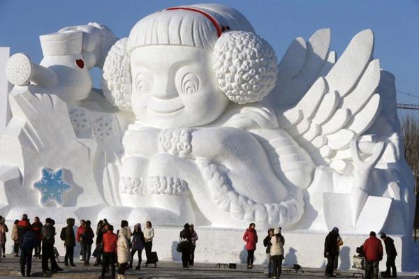 impressive snow sculpturs