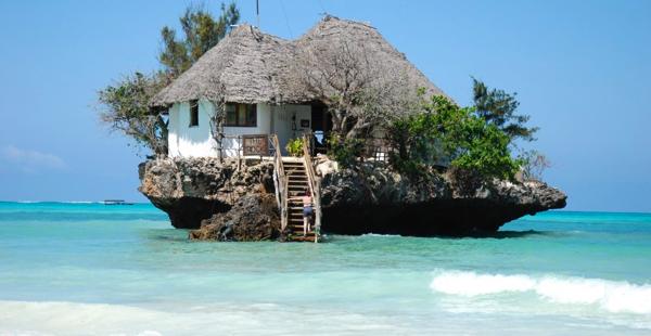海の上の一軒家?! ジブリ映画に出てきそうな海に囲まれたレストラン