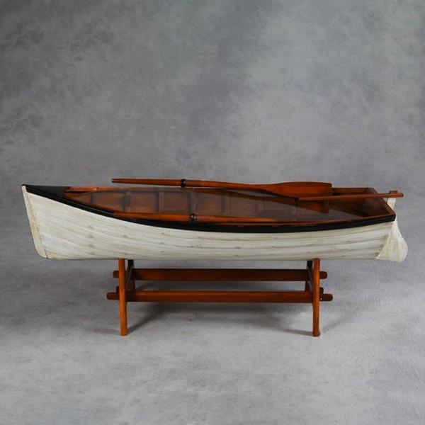 これはビックリ!手漕ぎボートがそのままコーヒーテーブルに