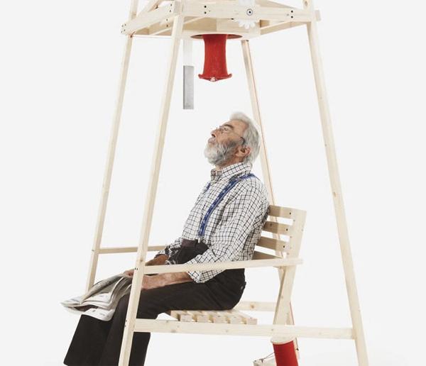 椅子に座れば帽子ができる…?びっくりするほどローテクなのに新しいロッキングチェア