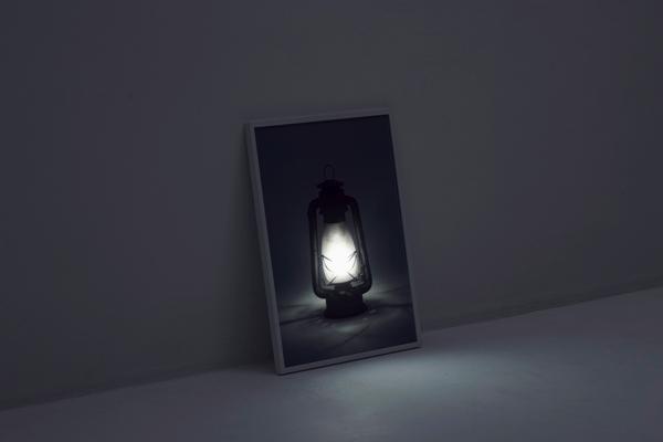 奥行き感が不思議!写真の中のランタンに光が灯る照明