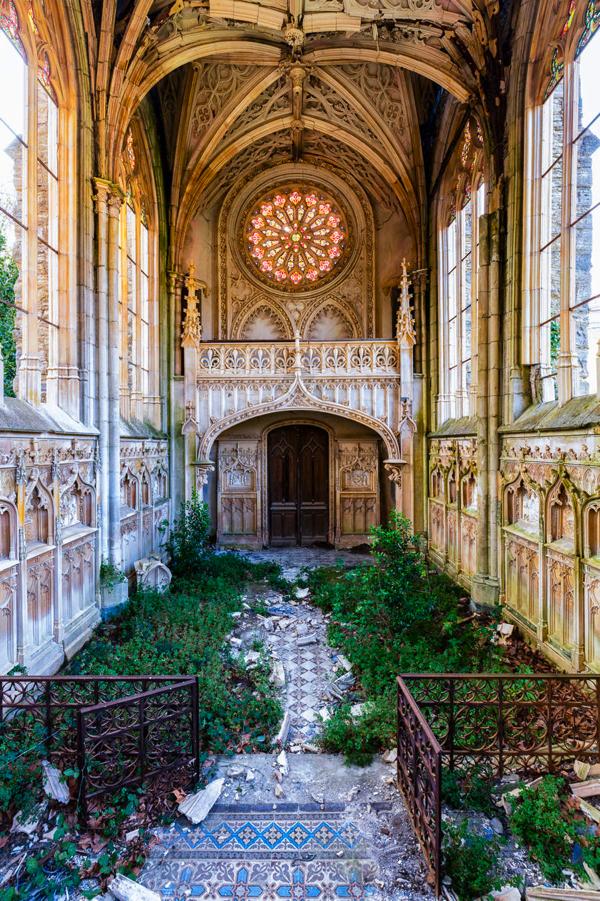 ロマンチックな廃墟を撮り続ける冒険写真家
