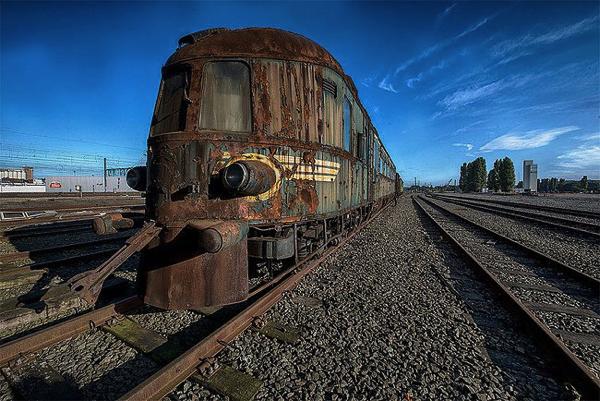 かつての豪華列車も今は。朽ち果てながら眠り続けるオリエンタル急行