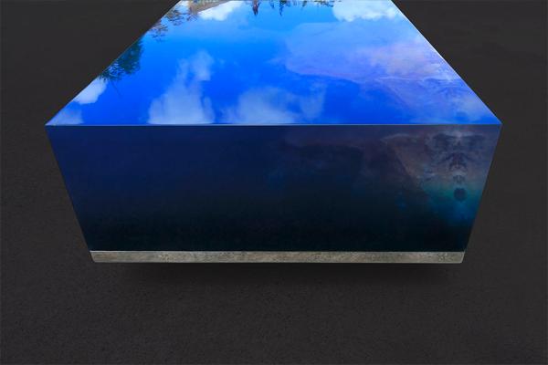 星空を閉じ込めた海をイメージした美しすぎるテーブル