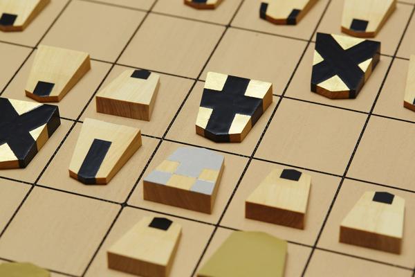 これは明快!ユニバーサルデザインな将棋の駒、大明駒