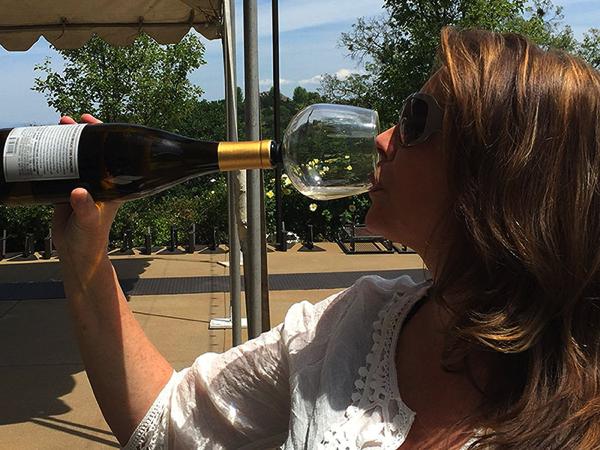 注がなくていい!ボトルに挿して直接飲めるワイングラス