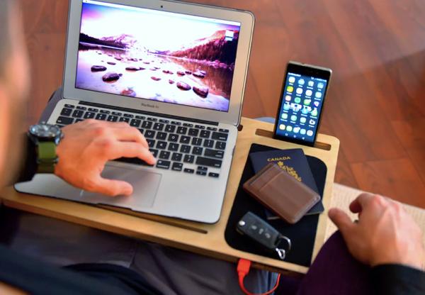 充電もできるモバイルデスク!どこでも作業ができるLapPad GO+