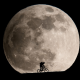 E.T.みたい!巨大な月をバックにシルエット写真を撮る方法 - Silhouettes in a Giant Moonrise
